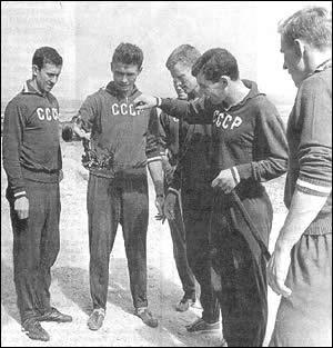Слева направо: Игорь Численко, Владимир Маслаченко, Виктор Понедельник, Виктор Серебряников, Леонид Островский.